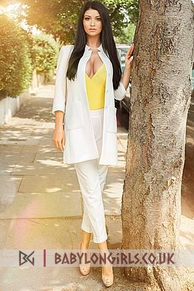5ft 7, 34C, beautiful brunette Diaz